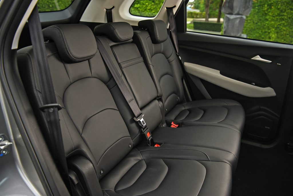 All-New Chevrolet Captiva Premier_int. second row seats